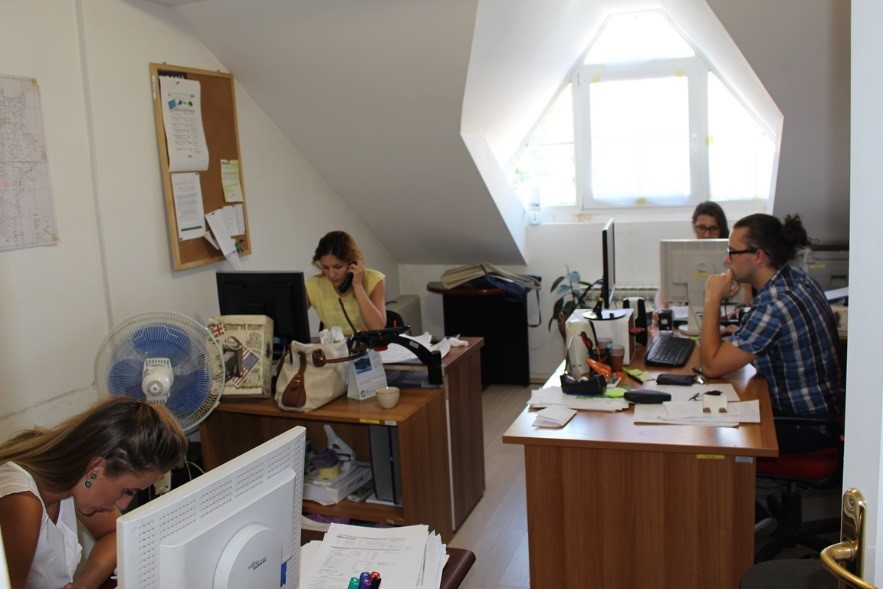 Working day in CRP office: 4 trainees working under 6-month employment contracts